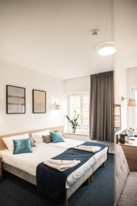 A bed or beds in a room at Fama Residence Gdańsk Old Town