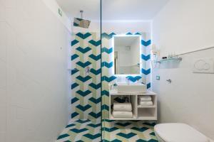 A bathroom at Sorrento Flats