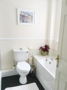 A bathroom at Tanglewood
