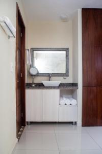 A bathroom at Suites Costa Dorada