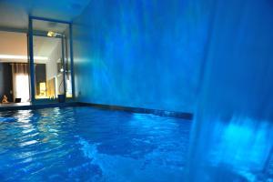 Hồ bơi trong/gần Gaudint Barcelona Suites