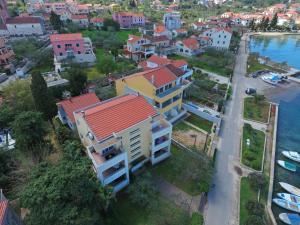 A bird's-eye view of Apartmani Junto