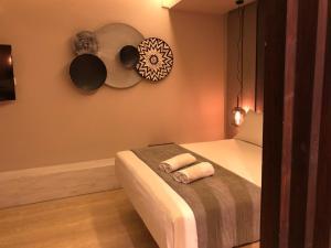 Letto o letti in una camera di Ionian Eye Design Studios