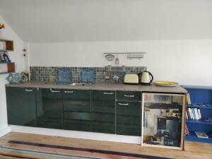 A kitchen or kitchenette at Blue Bay Apartments