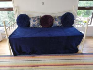 A seating area at Blue Bay Apartments