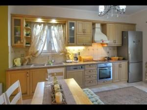 A kitchen or kitchenette at Noras House
