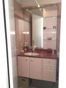 A bathroom at Le Fairway