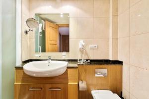A bathroom at Macdonald La Ermita Resort