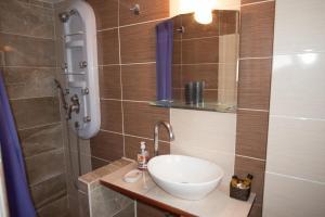Ένα μπάνιο στο Studios Zafiri