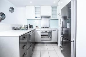 A kitchen or kitchenette at DD Apartments on Sussex Street