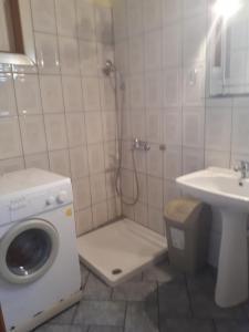 A bathroom at Sirines Apartments