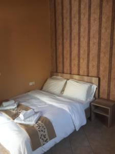 A bed or beds in a room at Sirines Apartments