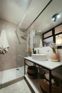 A bathroom at eM Room Zadar