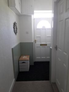 A bathroom at Lephenstrath Bridge Holiday Cottages Nan's Hoose