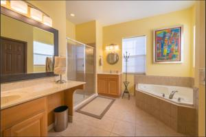 A bathroom at Orlando 5 beds 4 Baths Private Pool Family House - Close to Disney