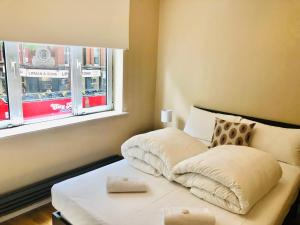 A bed or beds in a room at Piccadilly Circus Apartments