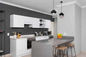 A kitchen or kitchenette at 9 Le Petit – Two Bedroom Townhouse Franschhoek