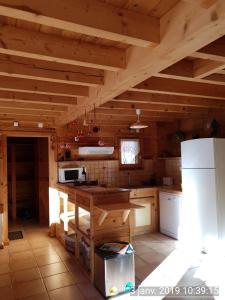 A kitchen or kitchenette at Les Chalets Du Queyras