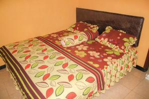 A bed or beds in a room at Homestay Melati Kota Batu