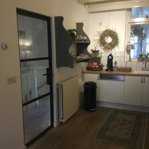 A kitchen or kitchenette at Guest House Jonas