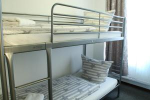 A bunk bed or bunk beds in a room at Nürnberg City Apart-