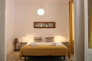 A bed or beds in a room at Weflating Sant Antoni Market