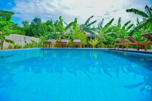 The swimming pool at or near Richards Cabanas