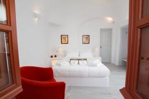 Cama ou camas em um quarto em Oia Mare Villas