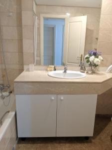 Un baño de Marques de Salamanca apartment