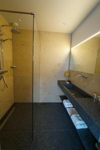 A bathroom at Business Guest House Groningen