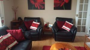 A seating area at Grianan Cottage
