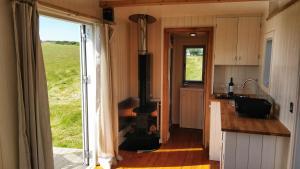 A kitchen or kitchenette at The Wheelhouse