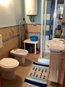 A bathroom at Marzamemi Centro Storico