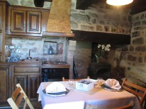 A restaurant or other place to eat at Holiday Home Le Pigeonnier