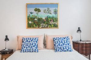 Una cama o camas en una habitación de Amplio Depto con Diseño Chic en Recoleta