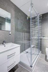 A bathroom at Dockside Apartments at Excel