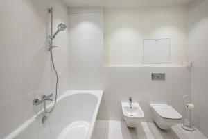 Vonios kambarys apgyvendinimo įstaigoje Biplan ApartHotel