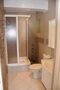 Vonios kambarys apgyvendinimo įstaigoje Villa Aušra