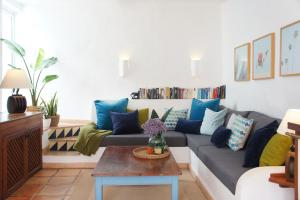 A seating area at Casa Jable Azul
