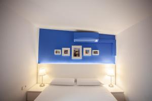 A bed or beds in a room at Ramblas Apartments