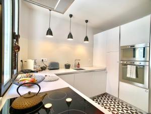 A kitchen or kitchenette at Maison Bonaparte