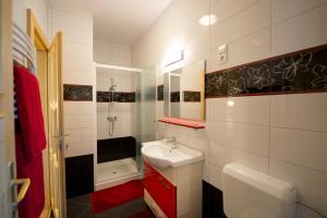 A bathroom at Centrum Vendégház