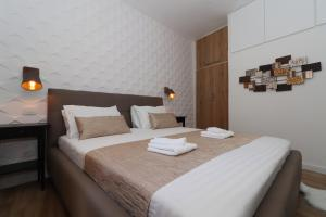 A bed or beds in a room at Cicibela Apartment
