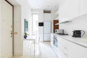 A kitchen or kitchenette at Sonder — Piazza Navona