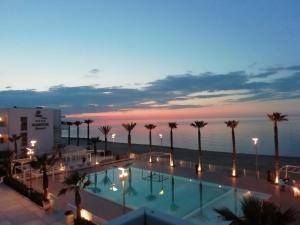 Der Swimmingpool an oder in der Nähe von Martur Resort