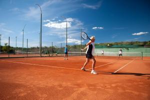 Tennis- en/of squashfaciliteiten bij Apartments Koversada of in de buurt