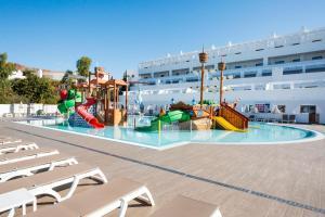 Best Club Vacaciones Pueblo Indalo tesisinde veya buraya yakın yüzme havuzu