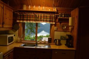 A kitchen or kitchenette at Sunndalsfjord Cottages Fredsvik