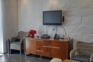 A television and/or entertainment center at Xeliter Vista Mare, Samana