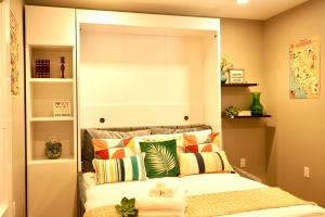 A bed or beds in a room at WALK TO GASLAMP SUITE